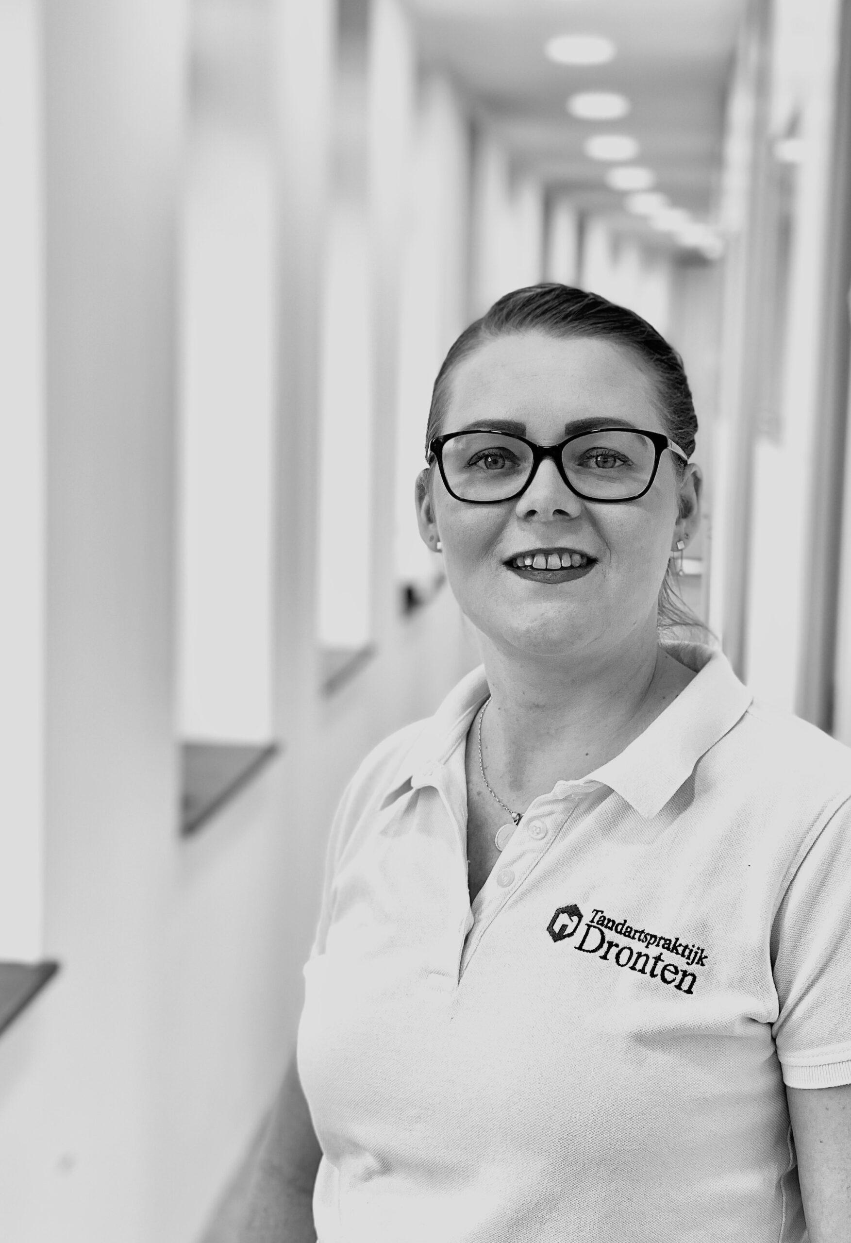 Sharon Veen tandartsassistent Dronten